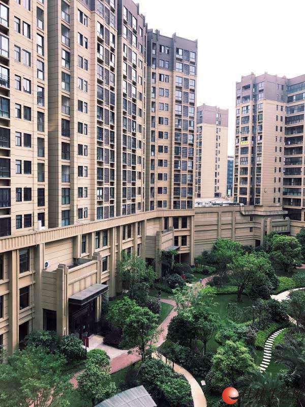 出租,万达广场,万达华府,电梯一房,全新家具家电齐全,1800元/月 拎包入住万达广场