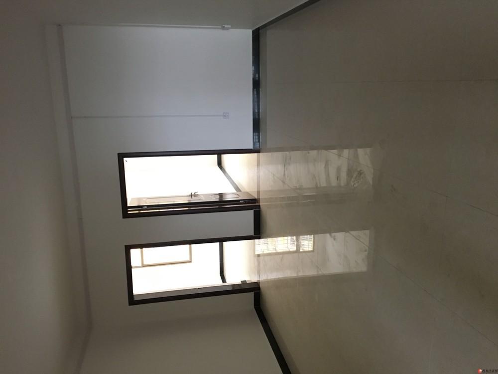 临桂新房屋出租,三室一厅两卫。