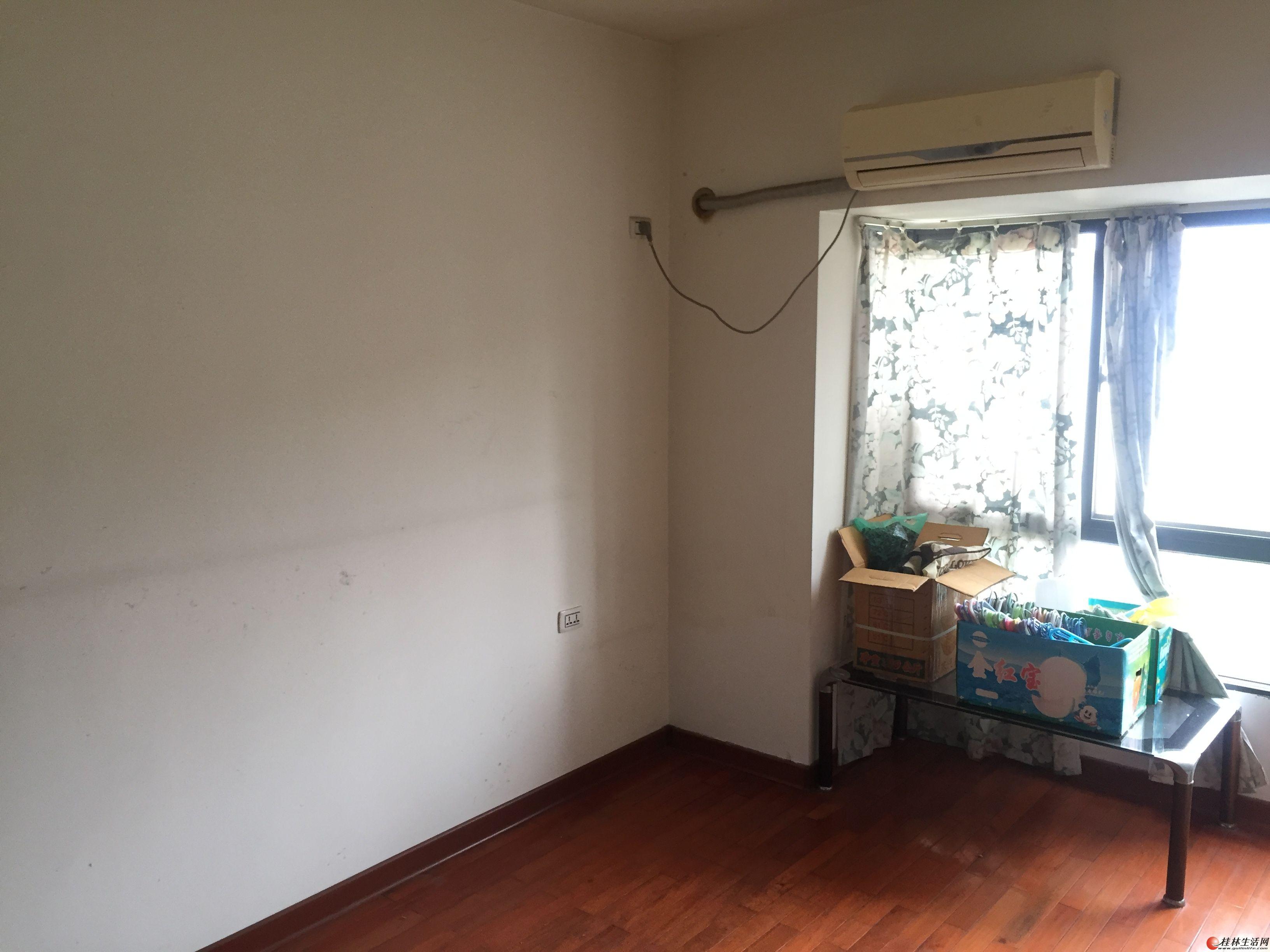 出租:桂林市花鸟市场斜对面,澳洲假日,四房二厅(复式楼)