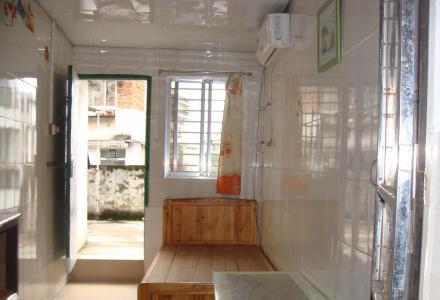 市中心信义路单间配套 3楼配空调、热水器,床、衣柜、独立卫生间