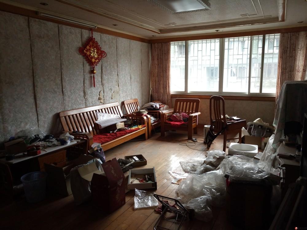 榕湖小学十字街桂湖花园6楼3房2厅2卫105平带杂物间99万