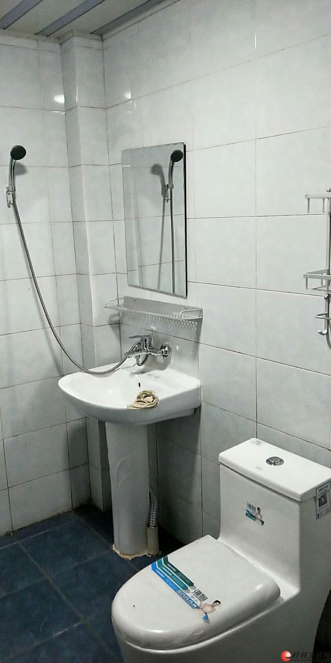 临桂天下桂林步行街新装修4房两厅出租