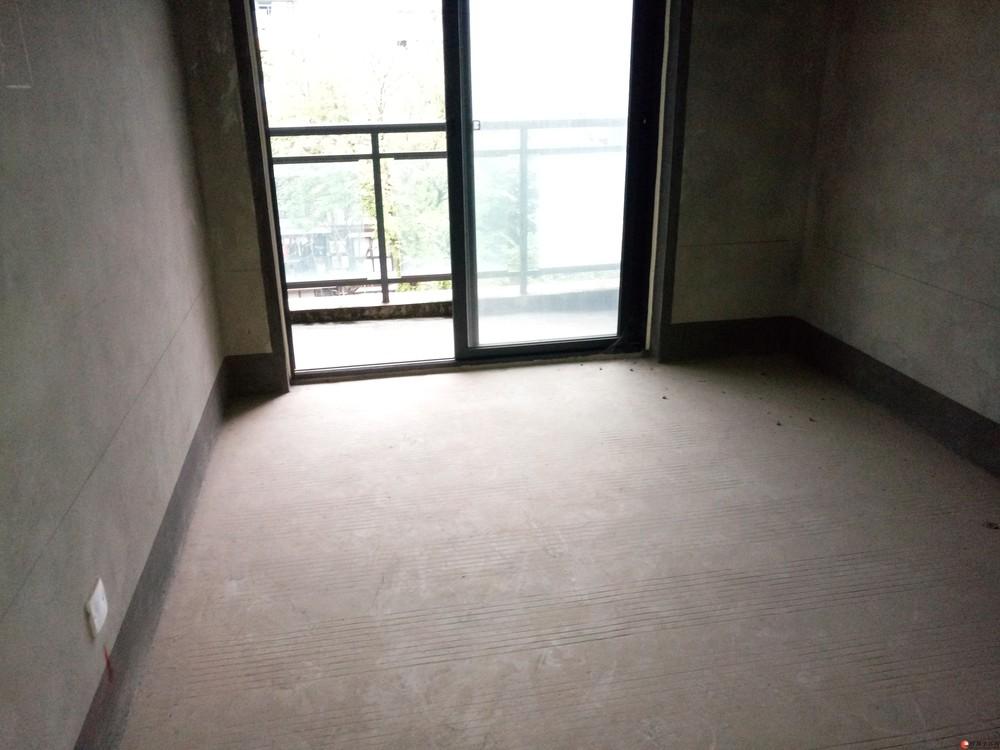 德天广场旁彰泰城6楼清水两层复式5房3厅3卫带露台87万