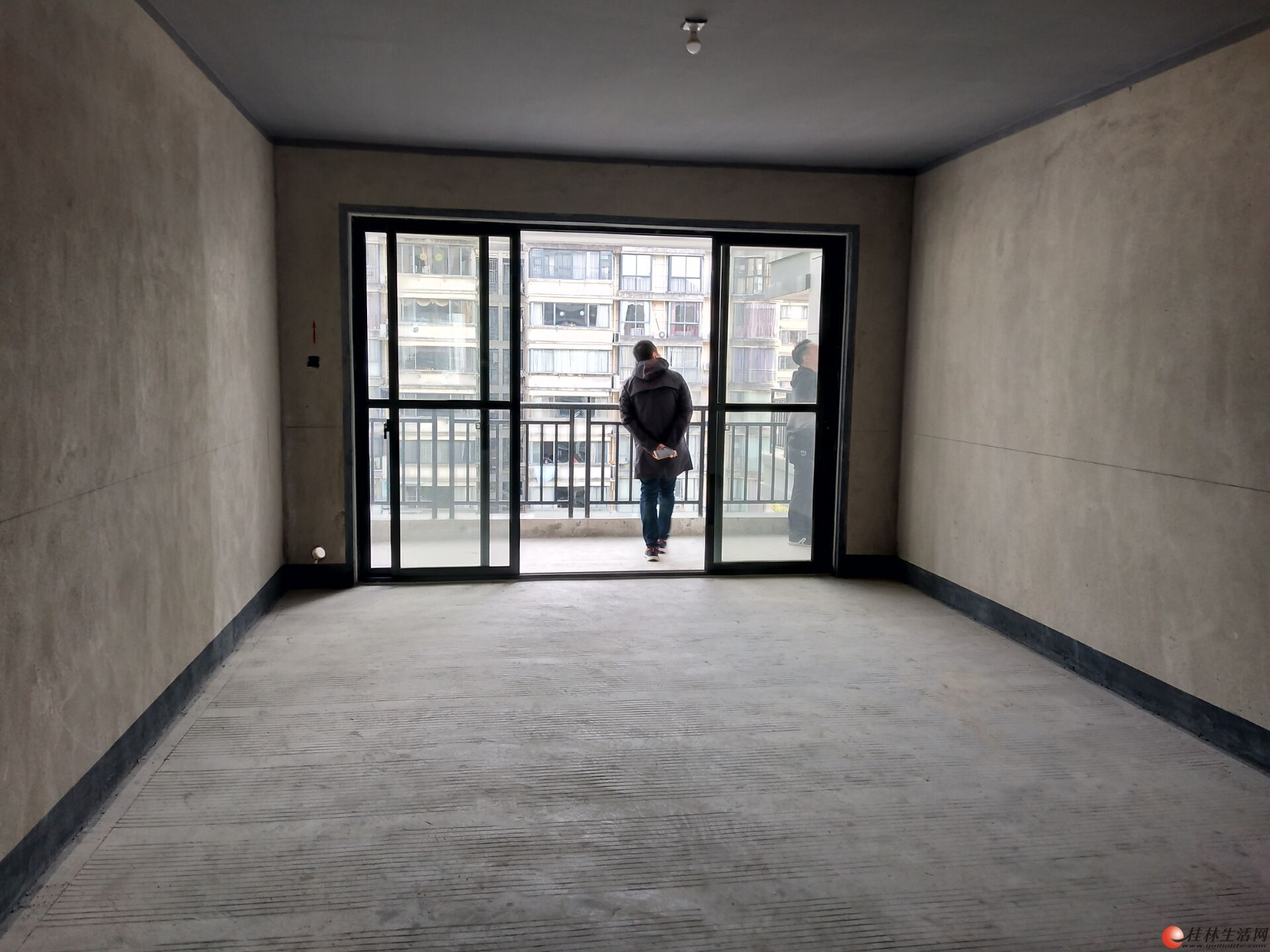 龙隐学区 三里店【冠泰城国】电梯楼王景观 南北向 清水3房2厅2卫150万