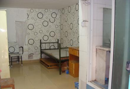 市中心西山路(胜利小区内)一楼 单间配套350元/月 有热水器床衣柜