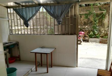桂林市西山南巷秀峰交警后,一房一厅一卫(由平地杂物间改造而成,独立水电表),
