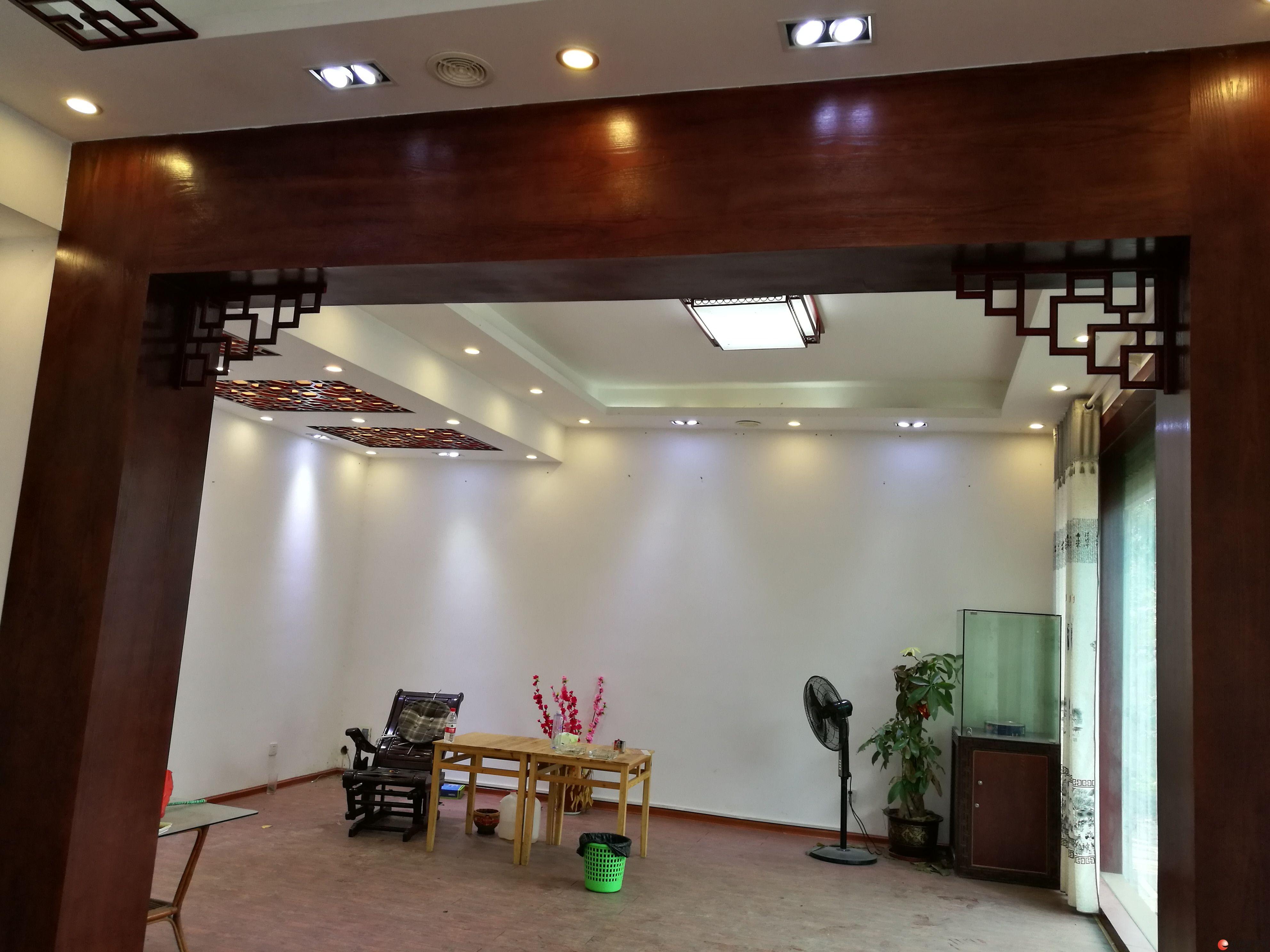 桂林叠彩区春江苑 别墅5室3厅 400平米 精装修