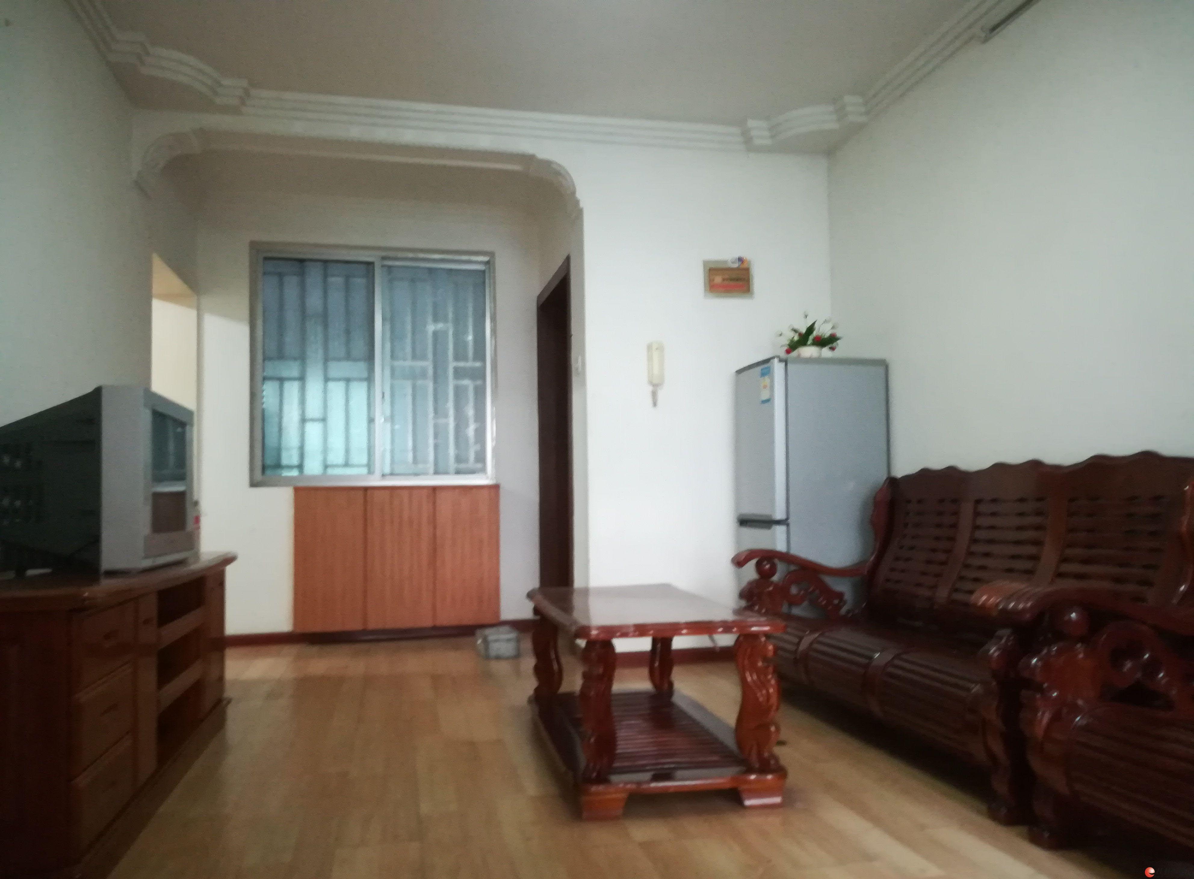 理工大学对面桂容苑小区2房2厅,精装修,家具家电齐全1400月,2楼 80平方