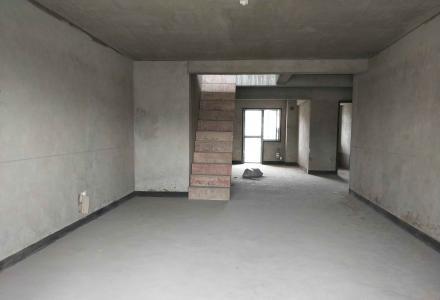 J东晖国际电梯12楼复式楼  五房二厅三卫 141平 140万元