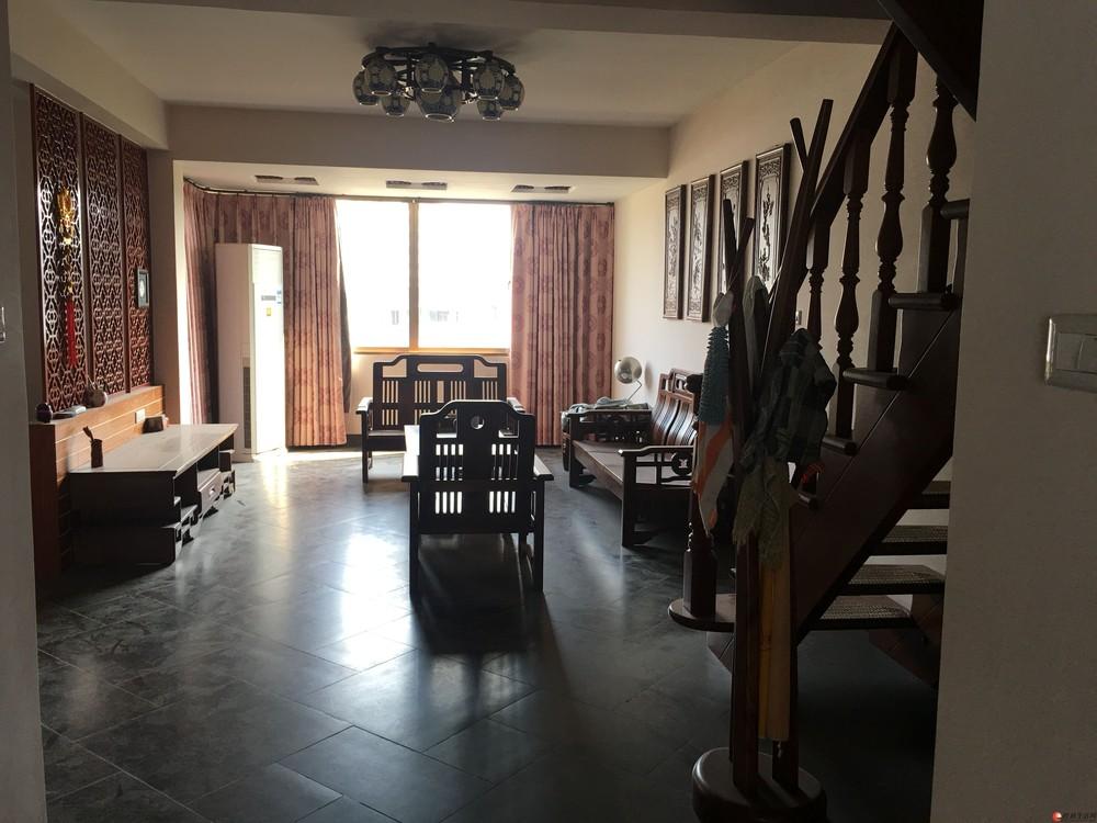 J公园绿涛湾五室二厅二卫三层精装复式楼130平160万