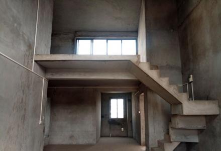 万达广场兰乔圣菲旁碧水康城6楼清水复式5房带露台车库145万