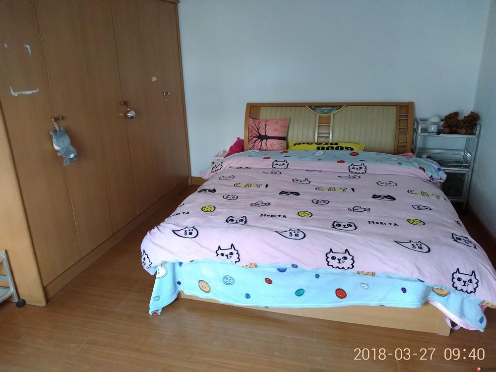 施家园2房一厅出租,交通方便。