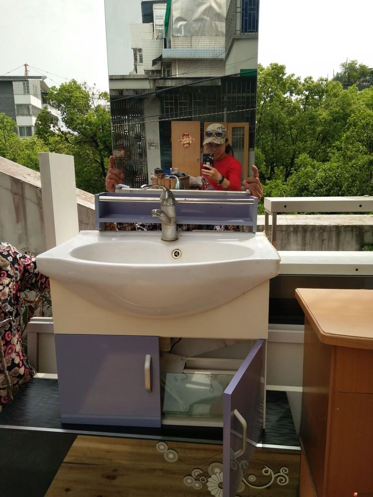 转让九成新洗手池台柜子带镜子架子