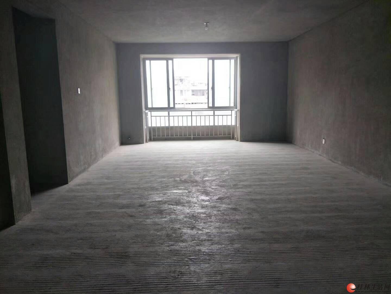 龙隐小学甲天下广场旁鑫海国际电梯6楼清水4房160平米128万