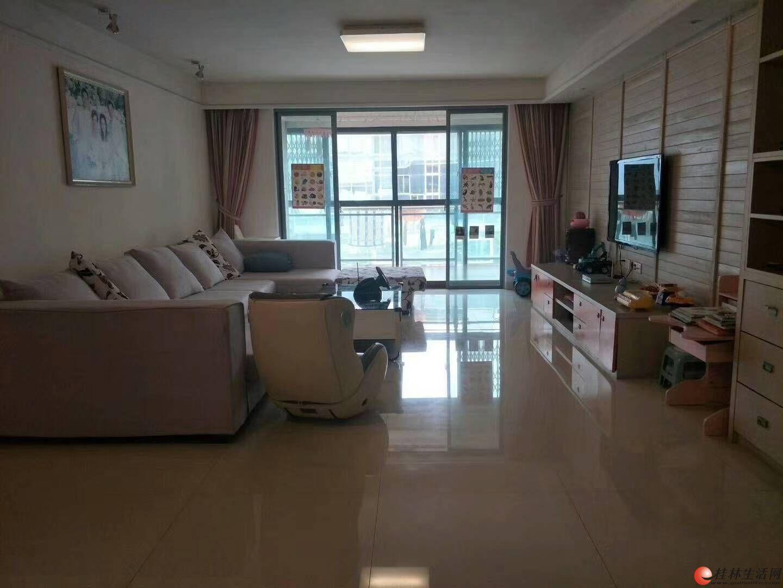 龙隐小学甲天下广场旁鑫海国际电梯6楼精装4房拎包入住140万