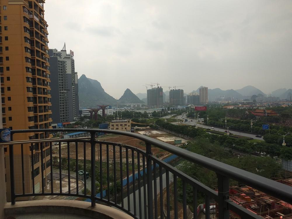 临桂新区和欣西堤春天3房2厅简装,业主急售55万