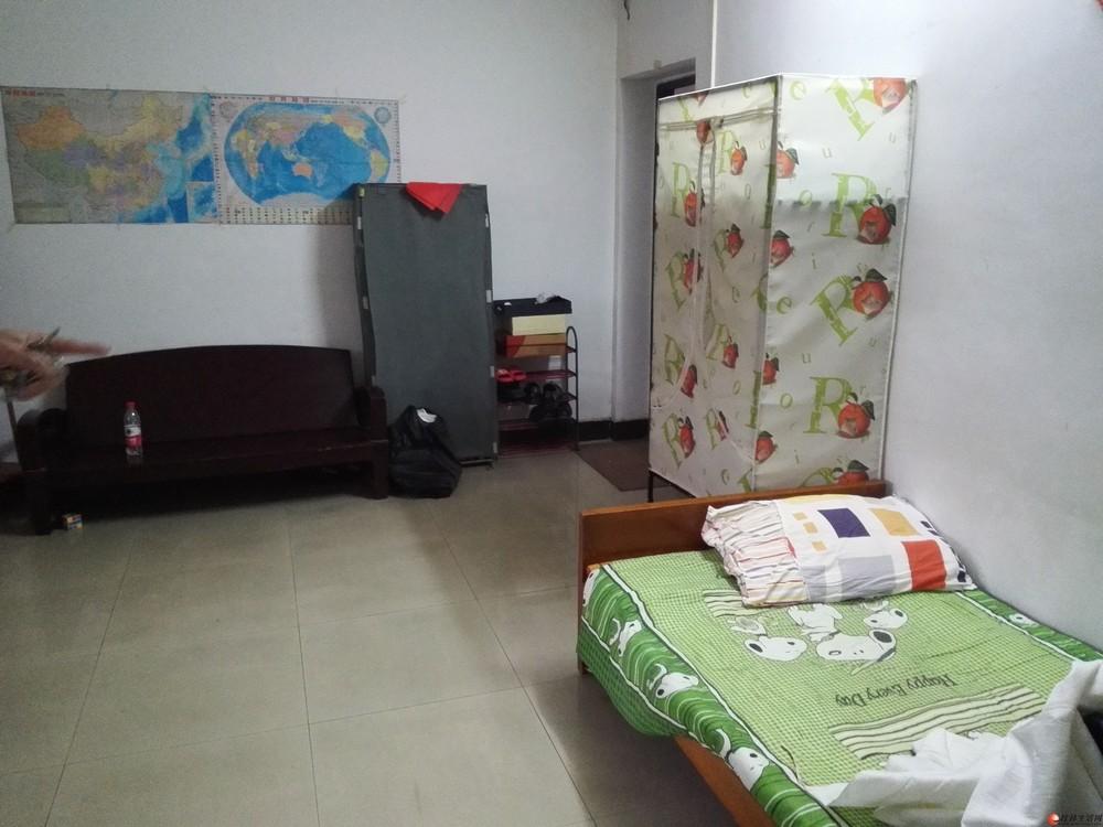 文明路人民医院对面联华宾馆3楼1房1厅50平方800元有空调中等装修