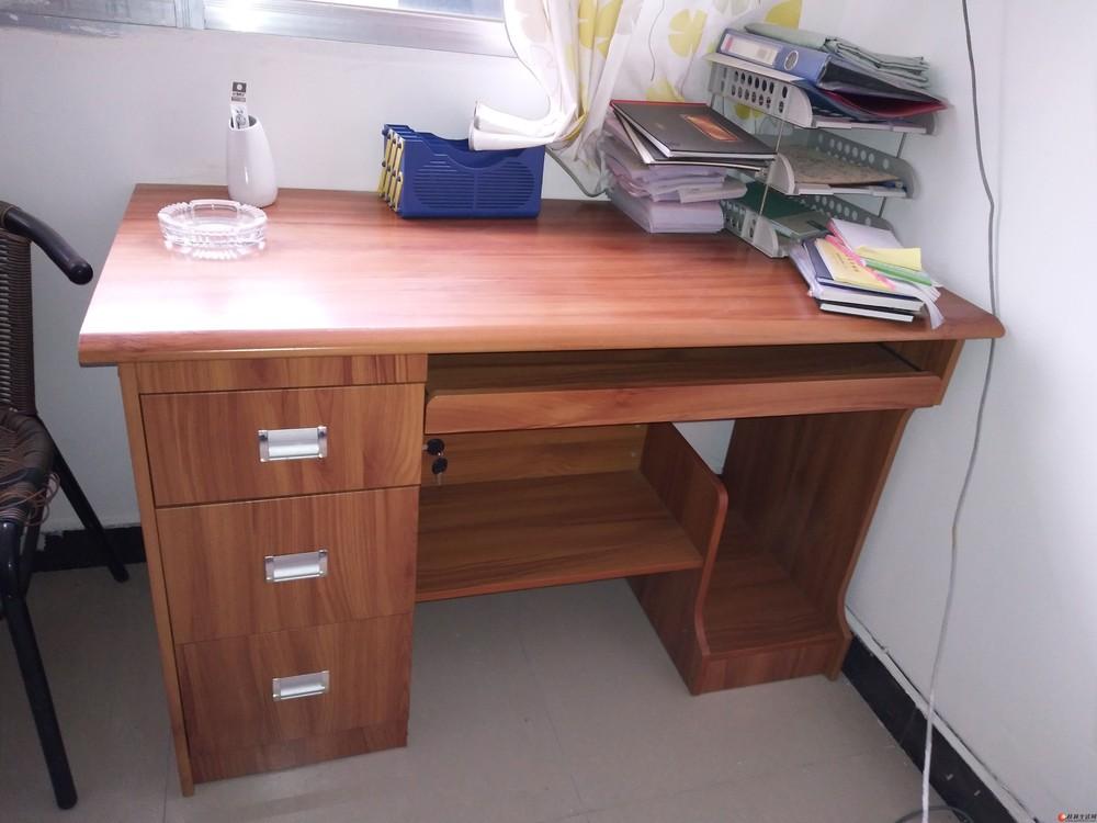 低价处理9张办公桌椅