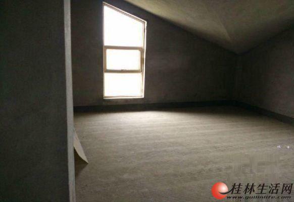 万达商圈幸福家 清水复试 送50平米露台 楼梯4楼 产权14