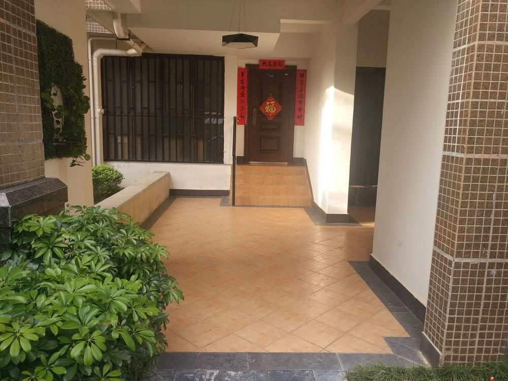 临桂兴进实业—新两江四湖旁兴汇城—地复上下两层  办公居住都不错 房东诚心出售