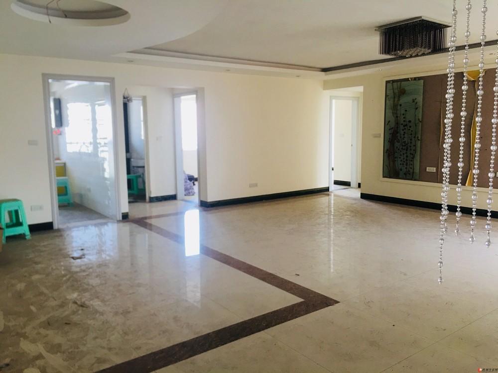 J东晖国际公馆 3房两厅两卫134平仅售90万