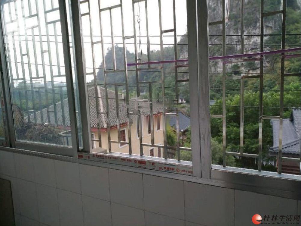 木龙湖旁 3房 4楼 有杂物间窗外就是木龙湖 中介勿扰