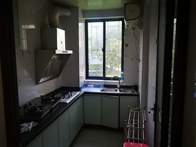 同和颐园小区一楼出租,2200元/月,三房一厅,家电齐全