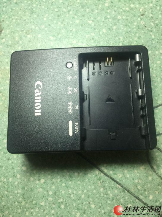 佳能7D原装充电器。一个