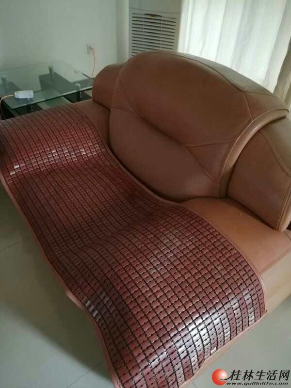 出售皮沙发,品相完整