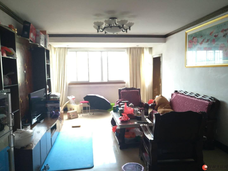 【鑫灿花园】 群众路 沃尔玛  群山花苑旁 中装6楼 3房2厅 116平58万