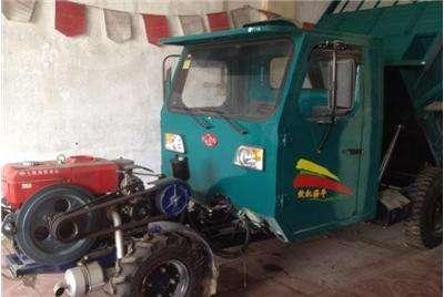 农业车拉货。
