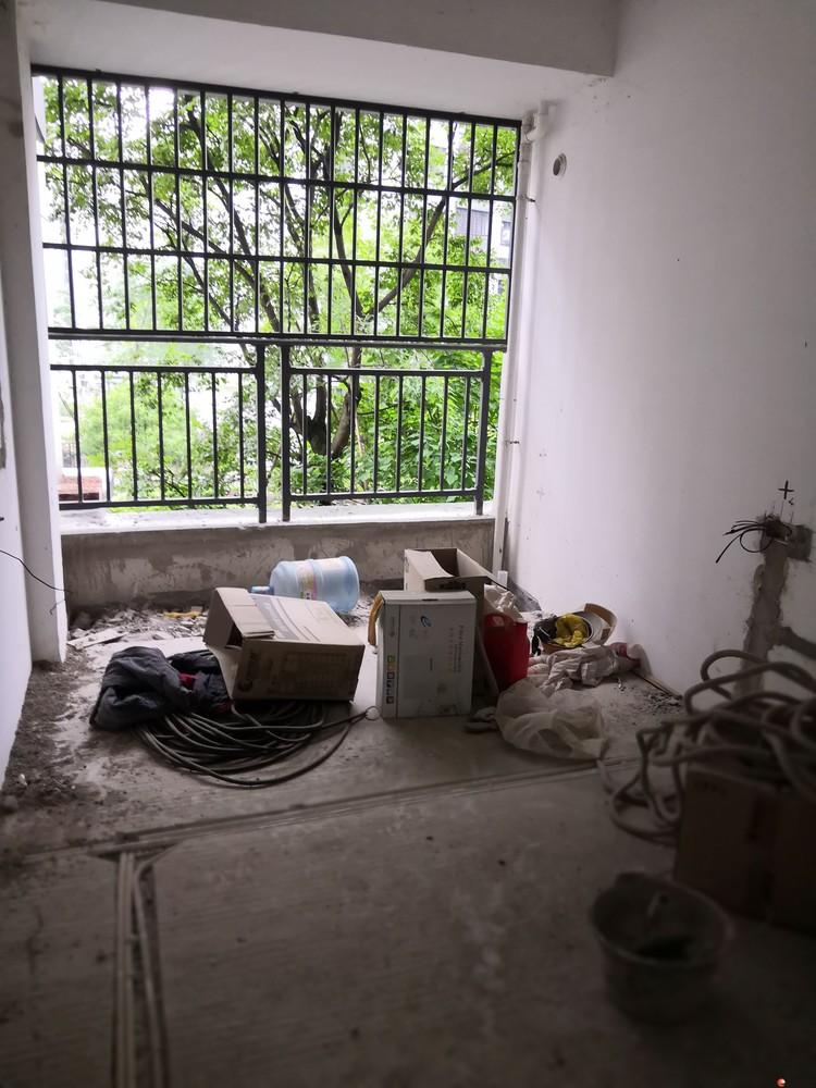 低价出售!冠泰水晶城、清水房电梯房3室2厅