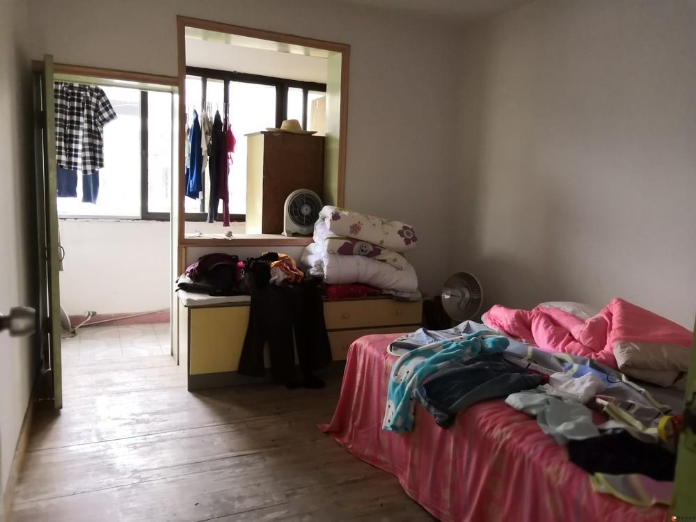 南溪山小学学区房2房2厅低价45万出售!黄金地段没物业送杂物间