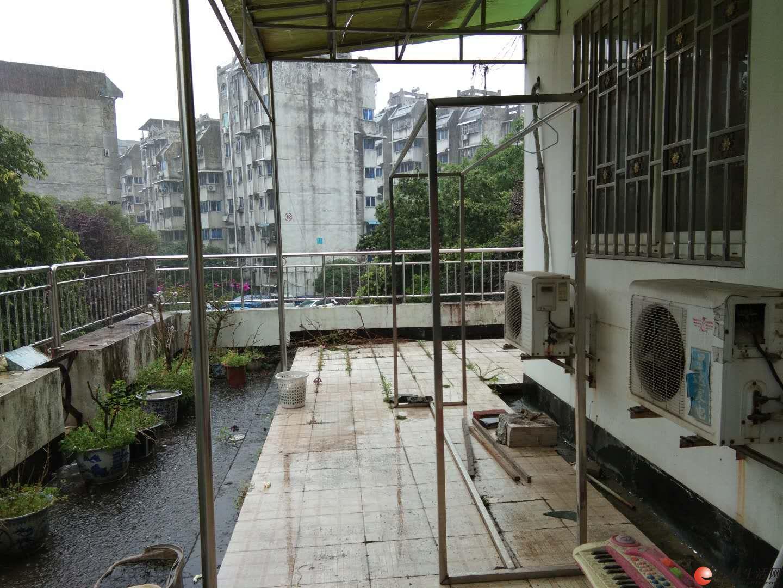 %出租 鸾东小区 楼梯低层 可租可卖 3房2卫 2000/月!!