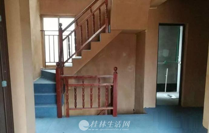 龙隐公园绿涛湾东园三层复式带露台200仅售198万