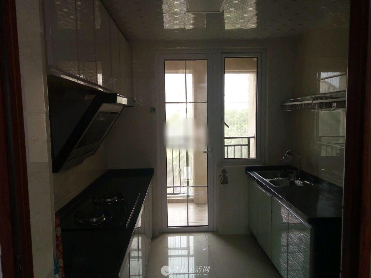出租,彰泰兰乔圣菲,3房2厅2卫,135平米,电梯4楼,3800元/月,家具齐全