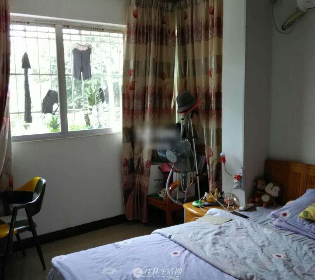 出租,一中对面骖鸾小区,1房1厅1卫,53平米,2楼,1150元/月,家具齐全