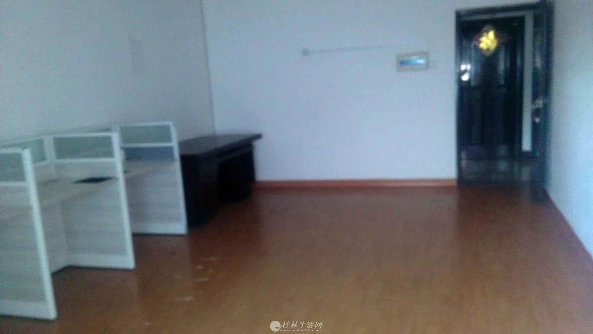 办公室出租 阳光商务楼中山中路西城路对面,电梯4楼大单间配套,空调办公桌椅 800元月