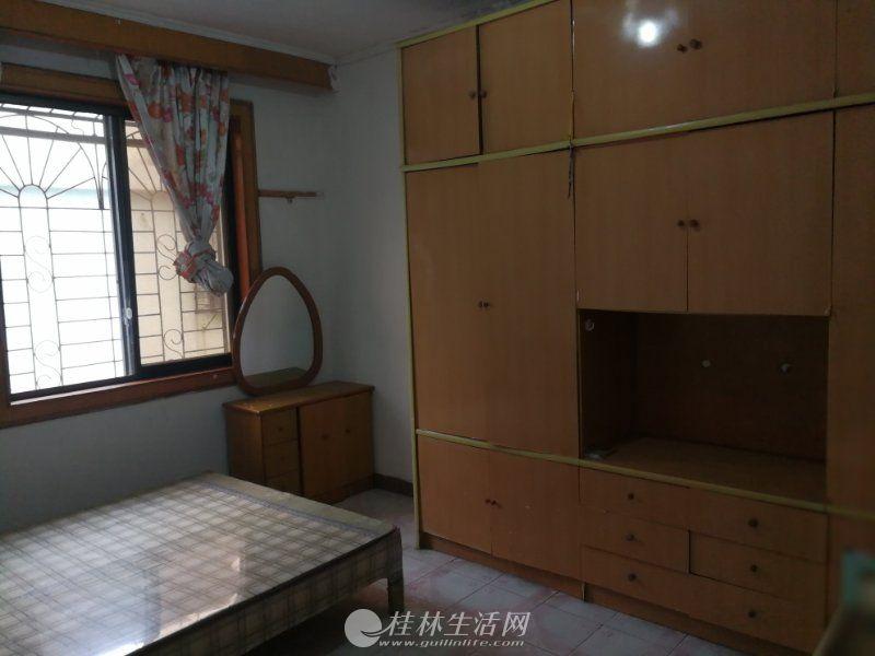 安新南区 中装2房 68平米 900每月