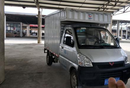 1.5排量带空调五菱厢式货车