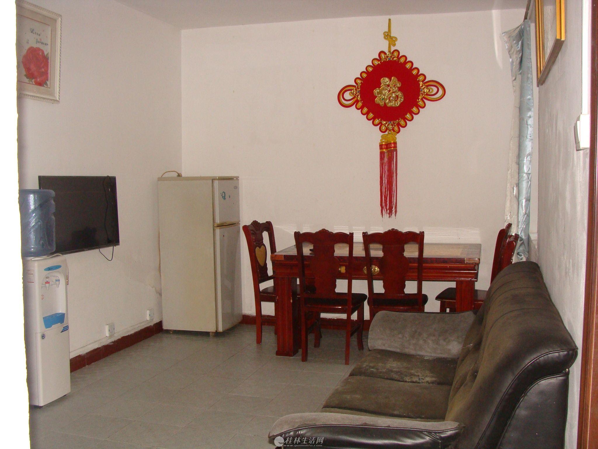 丽君路西山九岗岭对面篦子园小区桂林银行旁一楼2房1厅干净温馨电器家具齐全