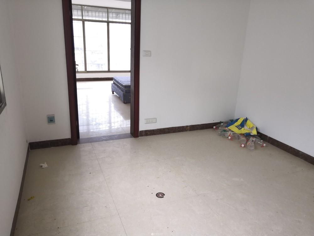 象山区鑫隆置业广场对面瓦窑口中装2房55平带杂物间 急售!