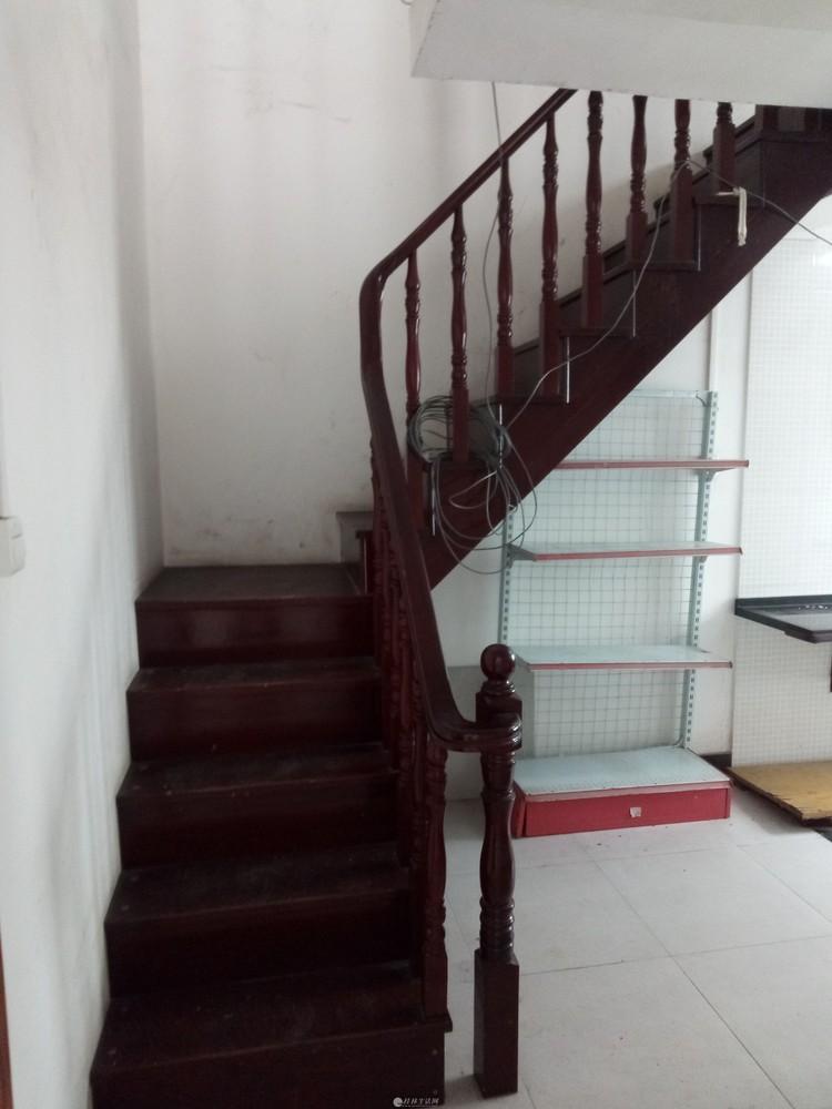 金霖华庭4房2厅2卫精装修复式楼带平台