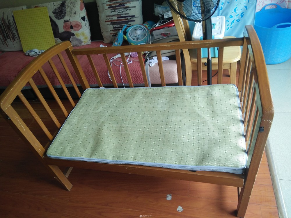 实木婴儿床,半卖半送