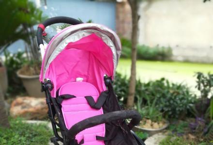 出售儿童推车和汽车儿童安全座椅.