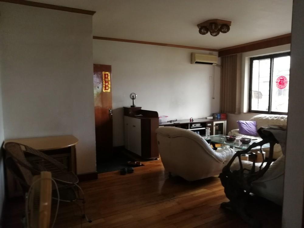 铁西小区拎包即可入住精装二房。个人房源!