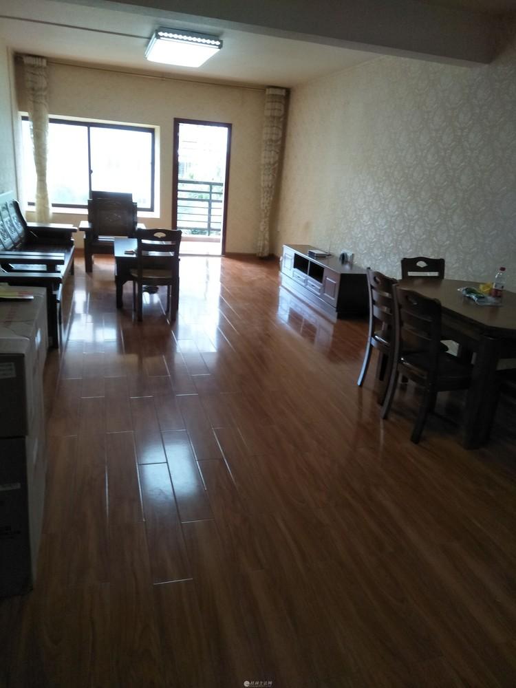 西湖苑高档小区3房2厅2卫出租