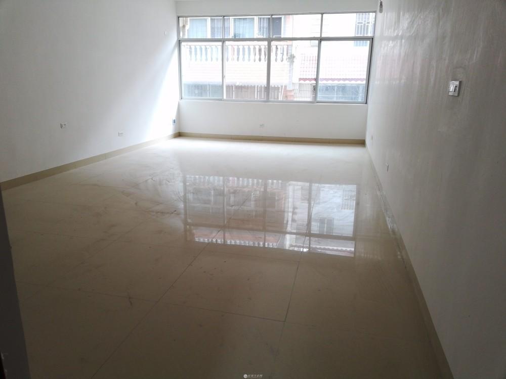 七星区 东环路 花鸟市场对面  漓江花园 内一栋全新别墅出租