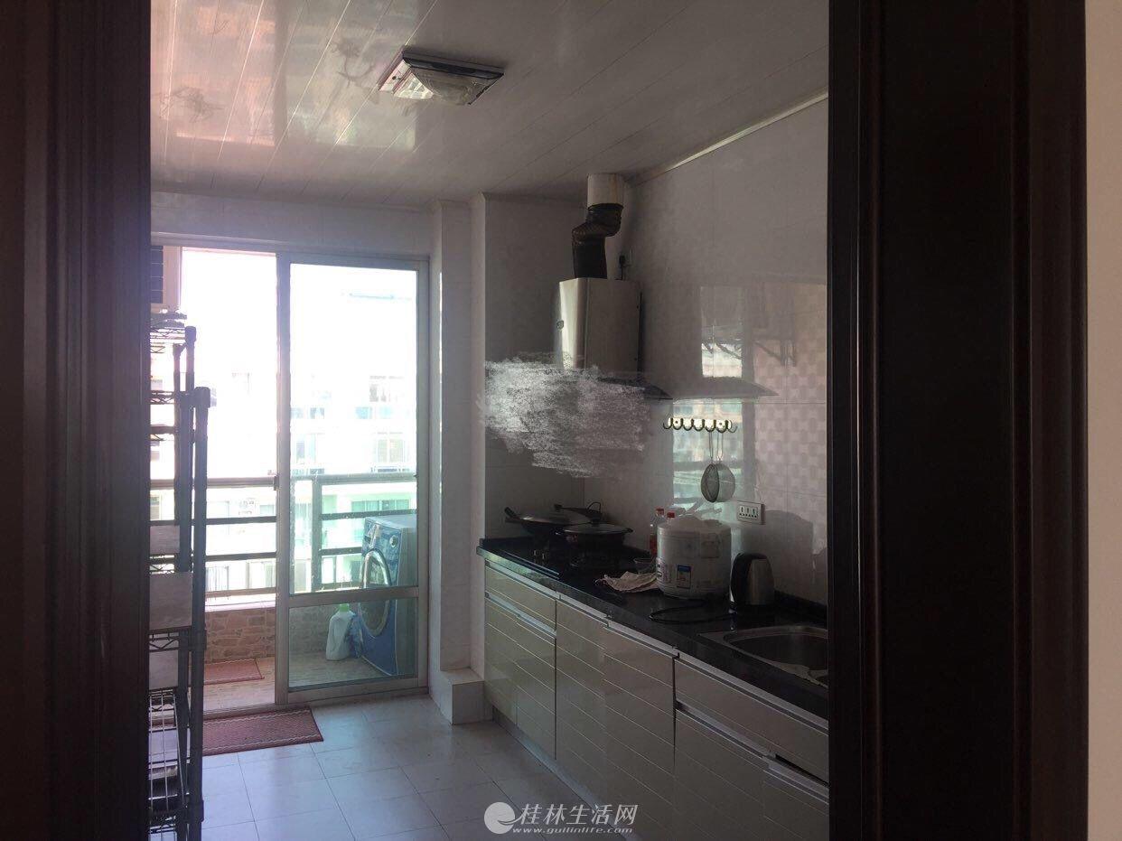 出租,世纪新城,3房2厅2卫,156平米,电梯9楼,3000元/月,精装,家具齐全