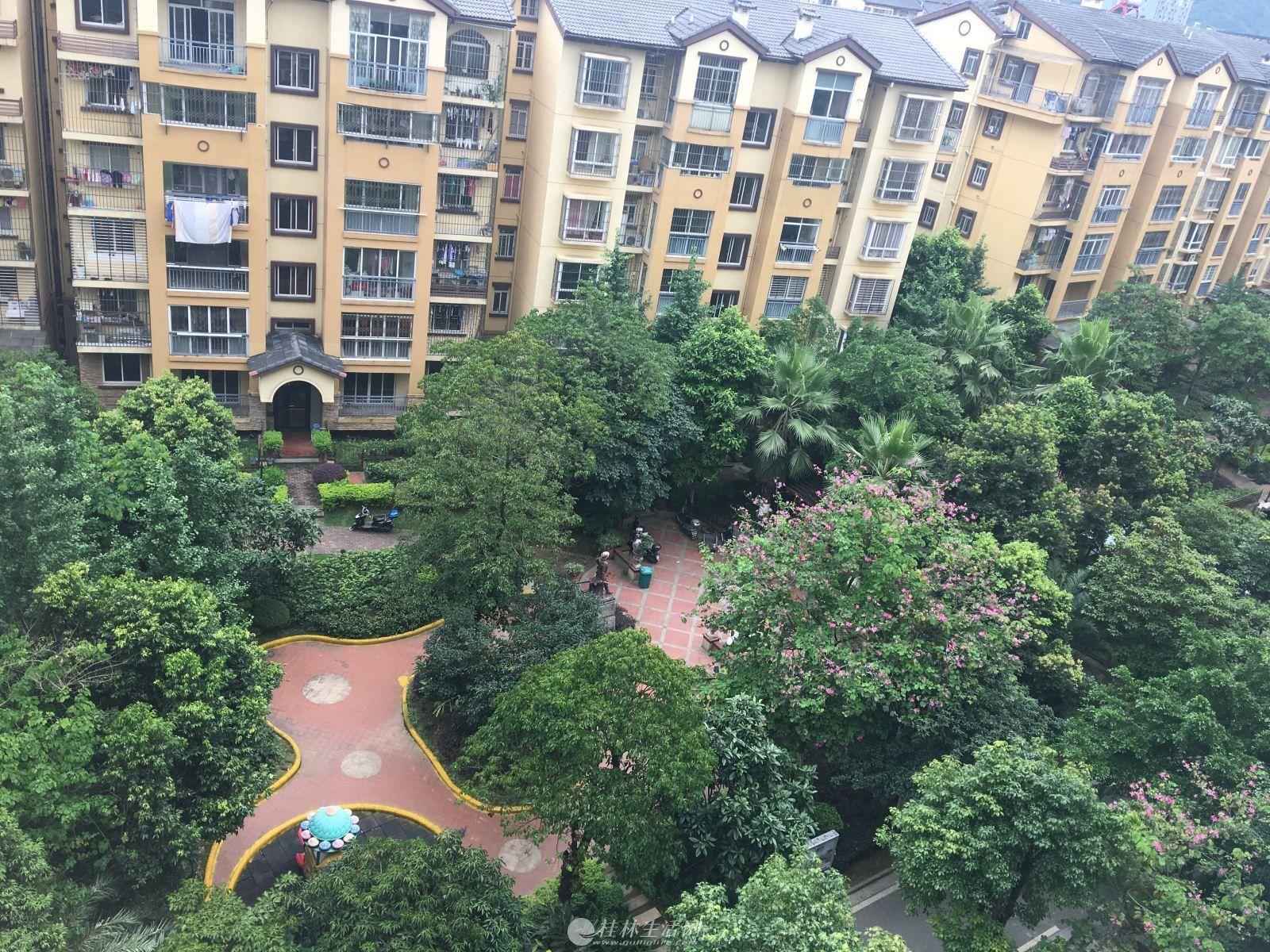 万福广场附近电梯景观2房2厅1卫急售45万